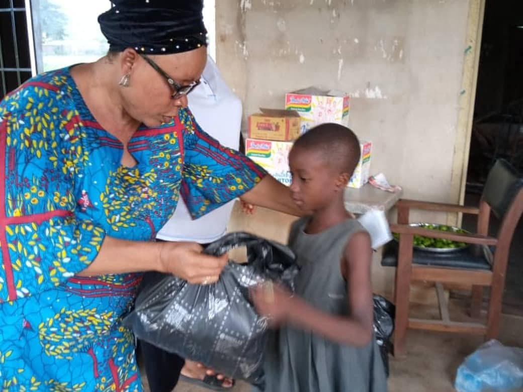 Women in Okwu Uratta Owerri, IMO State supported by the Commonwealth Businesswomen Nigeria during Coronavirus 3
