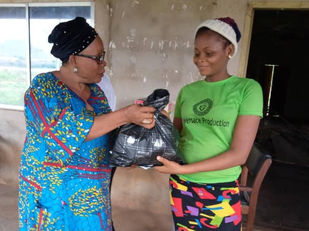 Women in Okwu Uratta Owerri, IMO State supported by the Commonwealth Businesswomen Nigeria during Coronavirus 2